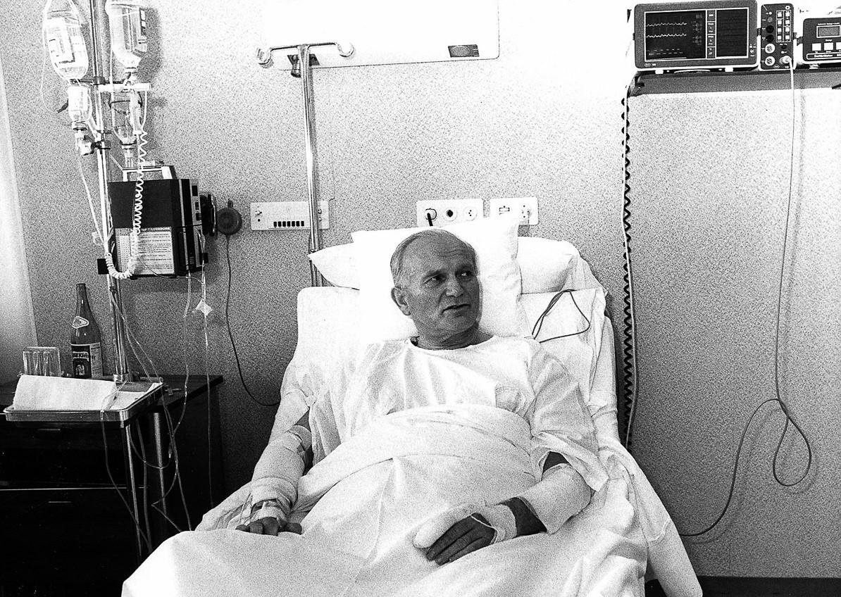 Иоанн Павел II после операции. <br>